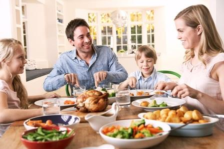 10KeyThings-kids-eating-with-family How to encourage kids for healthy eating?