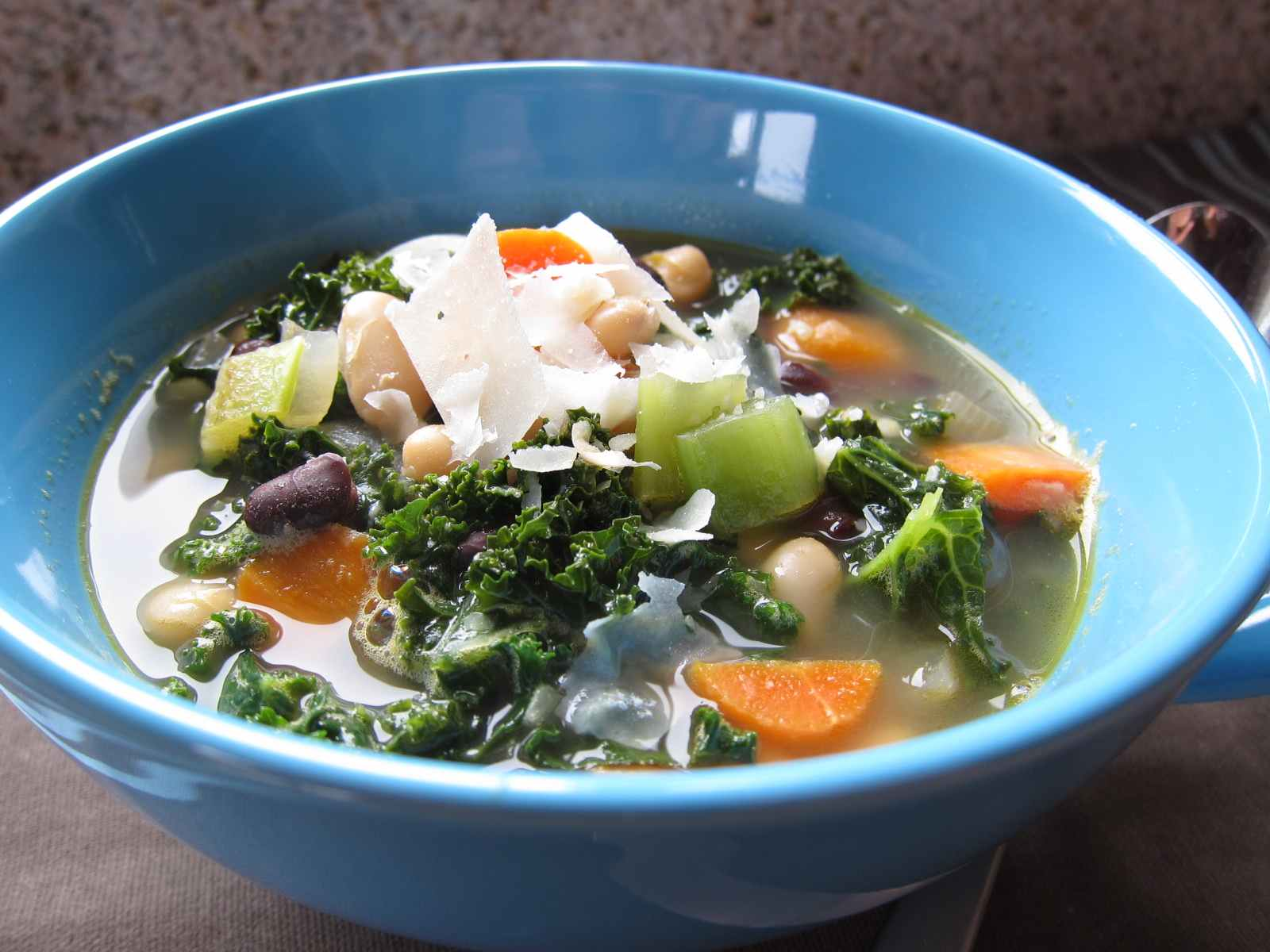10KeyThings-Two-bean-soup-with-kale Quick Vegan foods