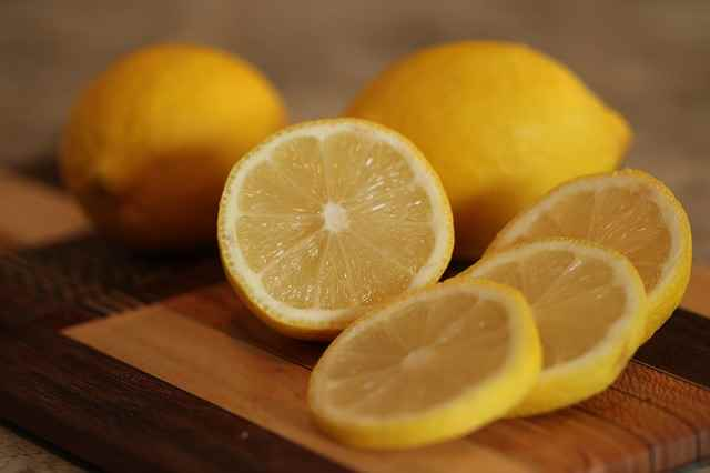 10KeyThings-Lemon Get rid of that Stickiness! 10 Oily Skin care tips